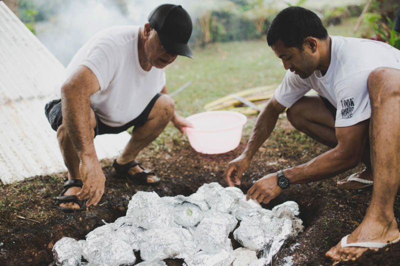 groom and father preparing the umu