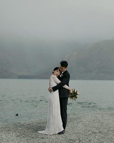 Lake Wakatipu wedding photography - couple embracing